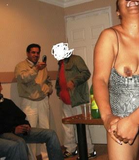 El candidato grabó con un celular a una mujer semidesnuda. Foto: Tomada de Facebook