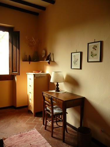 Il PoggioloTuscany-Desk in Twin Room, Casa Colonica