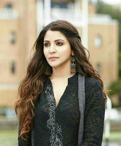 Anushka Sharma ae dil hai mushkil black kurti   casual
