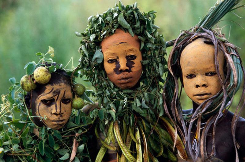 A beleza das Tribos Surma e Mursi, uma cultura em perigo, no sul de Etiópia 18