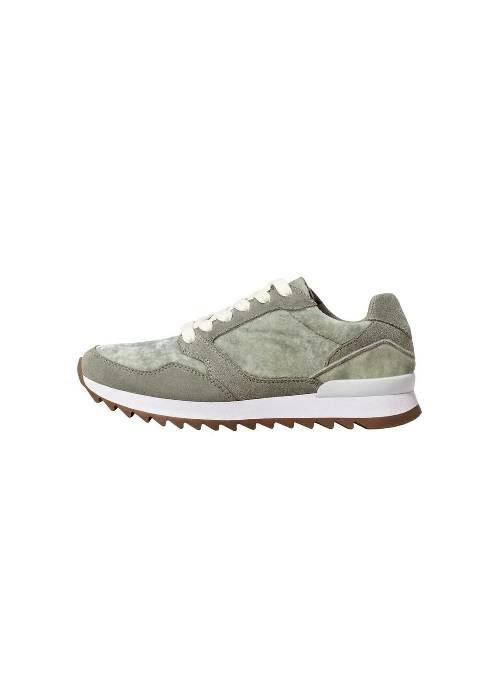 Nâng tầm trang phục của bạn chỉ với 10 đôi giày thể thao chất liệu nhung - Ảnh 6.