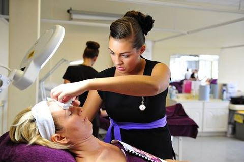 How Much Money Can You Make Working As A Beauty Therapist ...