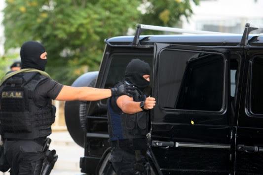 Πέφτει η `μάσκα` του `άγνωστου` τρομοκράτη - Αρνείται ακόμα και να φωτογραφηθεί