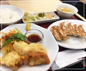 千葉のエキナカ餃子屋さんにて。
