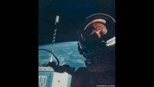 Autorretrato de Buzz Aldrin.