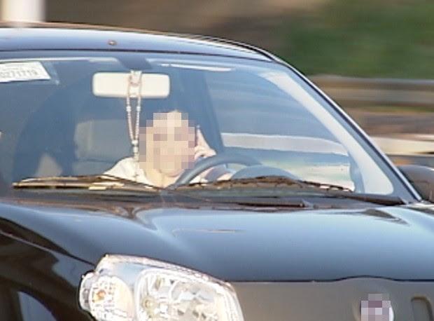 Falar ao celular e dirigir ao mesmo tempo lidera ranking de acidentes (Foto: Reprodução TV Tem)