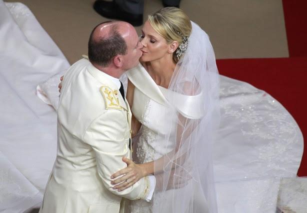 beso en la boda real de monaco de alberto y charlene
