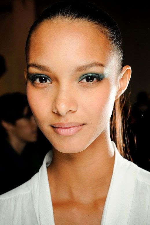 LE FASHION BLOG MODEL CRUSH LAIS RIBEIRO BRAZIL BRAZILIAN MODEL JASON WU FW 2012 SHIMMERY METALLIC GREEN EYE SHADOW PONYTAIL BACKSTAGE BEAUTY NUDE LIPS WHITE TOP 1 photo LEFASHIONBLOGMODELCRUSHLAISRIBEIROJASONWU1.jpg