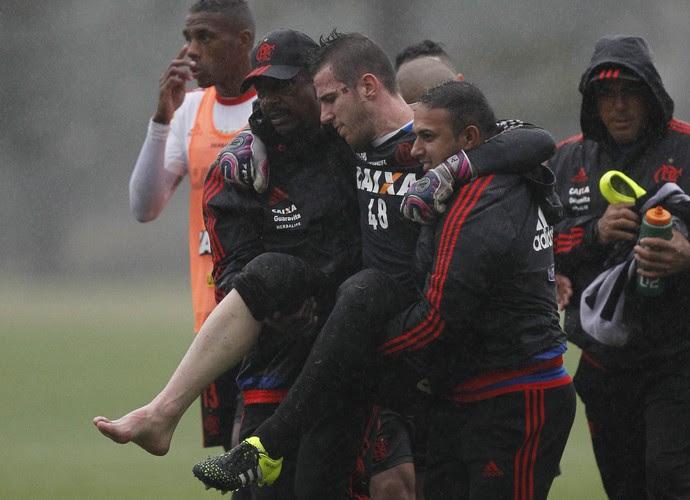 Paulo Victor, lesão, Flamengo (Foto: MÁRCIO MERCANTE / AG. ESTADO)