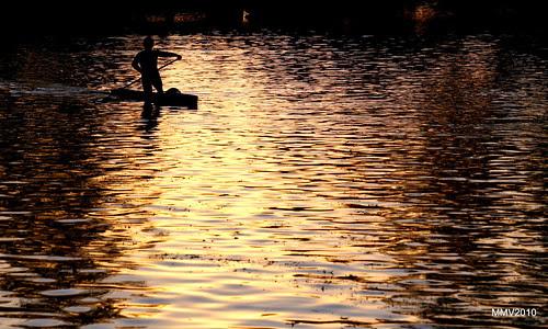un contraluz sobre el río tajo