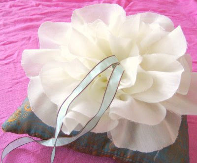Mrs. Perfume's DIY Ring Pillow: From Martha to Mom :  wedding ring pillow diy ring pillow with flower center Ringpi