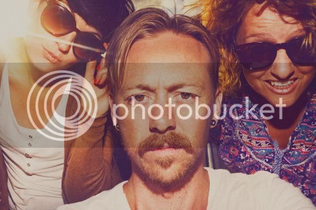 http://i892.photobucket.com/albums/ac125/lovemademedoit/welovepictures/THEGANG_V3.jpg?t=1325588986