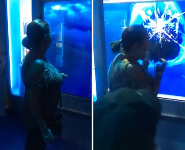 Mulher até caiu ao levar susto com 'ataque' de tubarão virtual em museu nos EUA