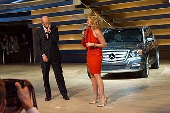 Dieter Zetsche, Kim Cattrall und der neue Vision GLK Townside auf der Detroit Autoshow © Cornelia Schaible