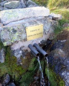 Fuente del Batallón Alpino en la senda que lleva su nombre