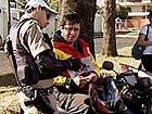 PM inicia blitz com os mototaxistas e motofretistas em Uberlândia (Foto: Reprodução/TV Integração)