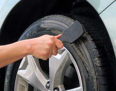 Low Profile Tire Brush