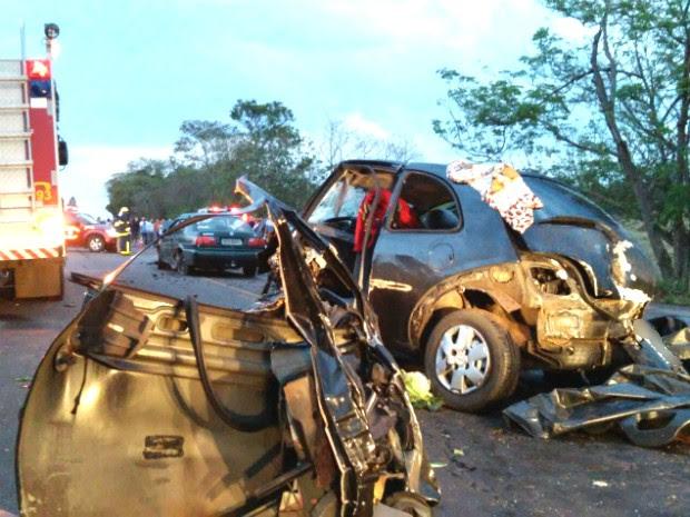 Seis pessoas morreram na rodovia que liga Perobal a Alto Piquiri, no noroeste do Paraná (Foto: Rogério Pinheiro/ RPC)