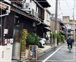 京都水族館から徒歩3分ほど。驚きの大人気店でした。
