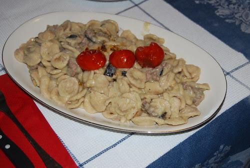 orecchiette con purea di fave melanzane e salsiccia di Norcia_Giacomo Ralletto