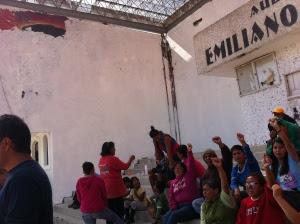 Ignacio del Valle espera la llegada del alcalde para exigir la restauración del mural