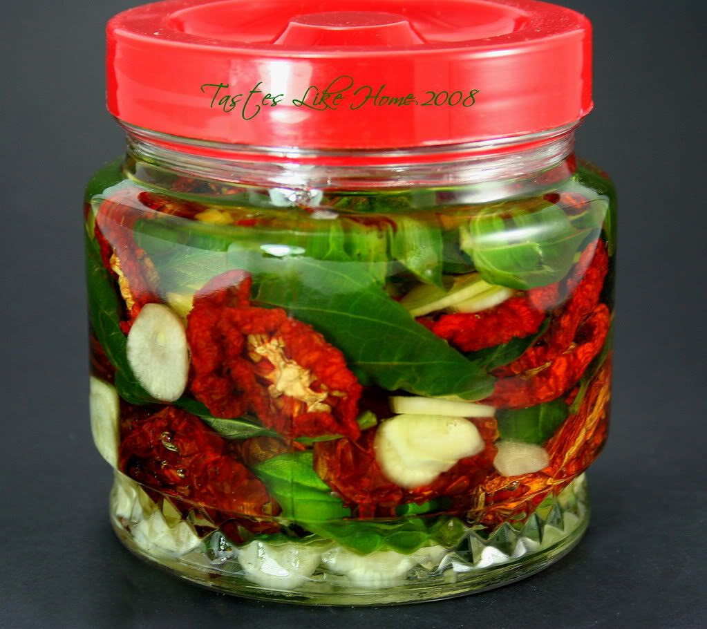 Oil pack sun-dried tomatoes