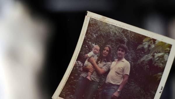 Familia. Con su papá Raúl y su mamá Diana. Fue por poco tiempo. Foto: M.E. Cerutti