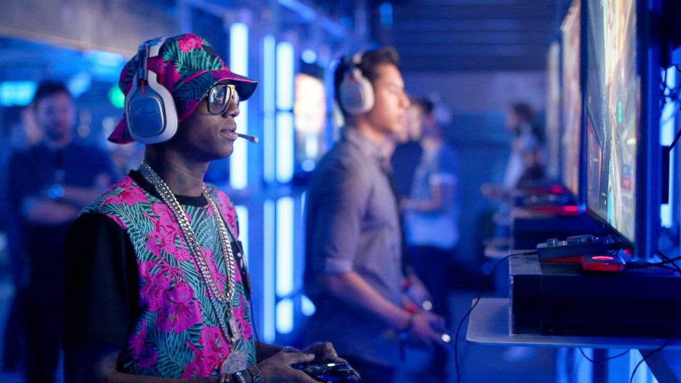 PHOTO: Rapper Soulja Boy plays Halo 5 during the Xbox One E3 Showcase Party at The Majestic Downtown in this June 15, 2015 file photo in Los Angeles.