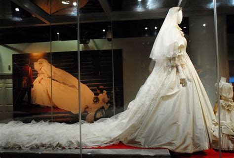 Top 10 Most Expensive Stunning Wedding Dresses That Is