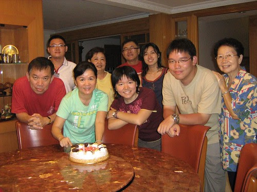 Mom and the guests (grandma, uncle, aunt + cousins) of her 'surprise birthday party'
