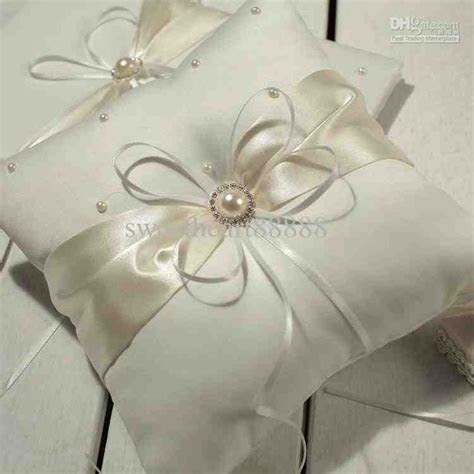 Best 25  Ring bearer pillows ideas on Pinterest   Ring