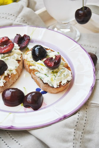 Bruschette with Stracchino Cheese and Cherries
