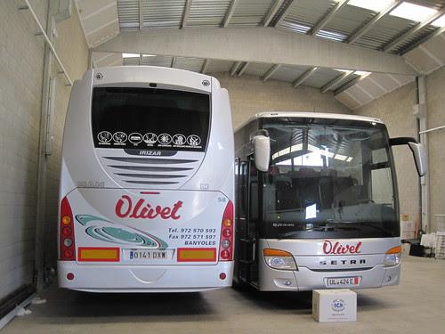 Autocar Man i Mercedes Benz de l'empresa Olivet de Banyoles (Pla de l'Estany)