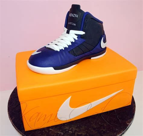 17 Best images about Sneaker Cakes on Pinterest   Nike