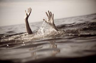 BOCA CHICA: Hombre se ahoga tras lanzarse a playa pese mal tiempo