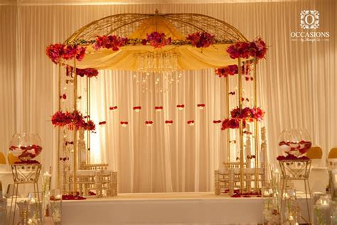 This mandap is amazing, it has so much potential to dress