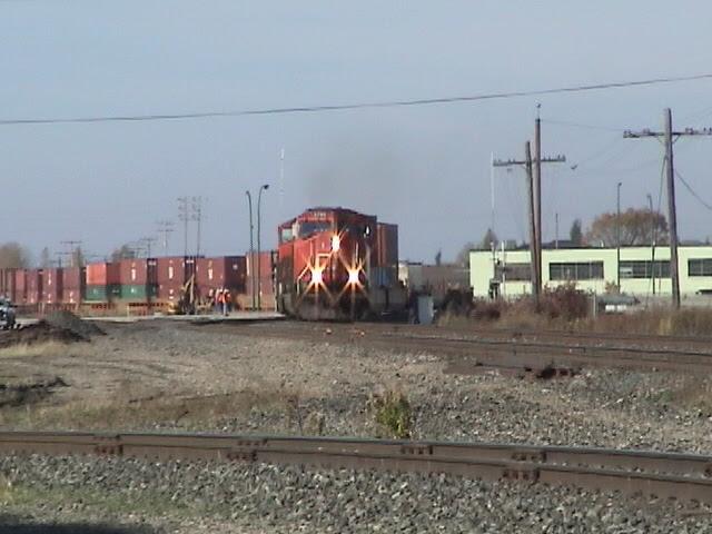 CN 5795 on shoofly track over Kenaston Boulevard