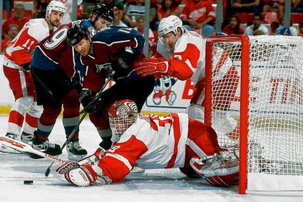 Hasek Red Wings 2002 photo HasekvsColorado2.jpg