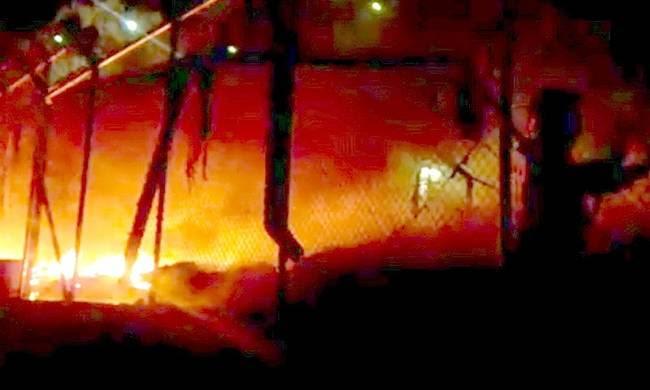 Μυτιλήνη: Επεισόδια και φωτιές στο κέντρο κράτησης μεταναστών στη Μόρια(ΒΙΝΤΕΟ)