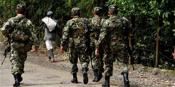 La Fiscalía señaló que  los militares no solo habrían asesinado a estas personas, sino que les habrían puesto armas en sus manos.