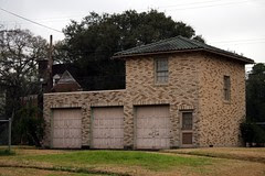 matching garage to the simon and mamie minchen house