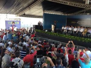 Presidente Dilma nas obras da transposição do Rio São Francisco, em Floresta (PE) (Foto: Vital Florêncio/G1)
