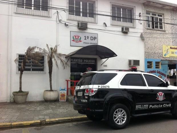 Caso está sendo registrado no 1º DP de Praia Grande, no litoral de SP (Foto: Renan Fiuza / G1)