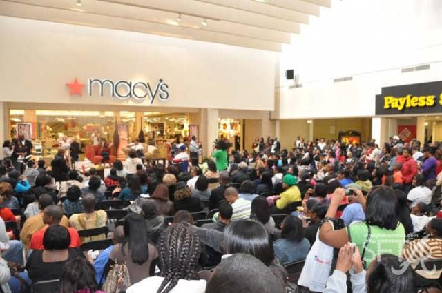 Crowd At South Dekalb Mall Real Atlanta Housewives Event Straight