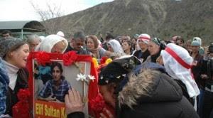elif-sultan-kalsen-cenazesi-dersim