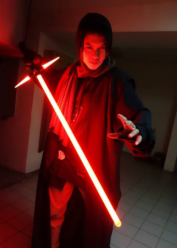 Fan fabrica el Crossguard Lightsaber de Star Wars Ep. VII: The Force Awakens