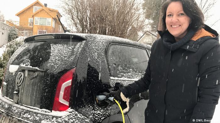 Inger Sethov é uma feliz proprietária norueguesa de carro elétrico
