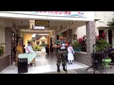 Salut...!!Babinsa Koramil 04/Jebres Kodim Solo Bacakan Amanat Upacara Bendera