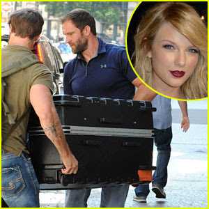 Is Taylor Swift Really in That Suitcase? Photo Agency Retracts Caption
