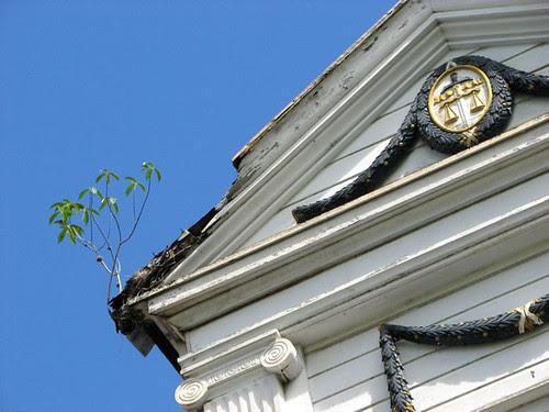 hof van justitie pediment
